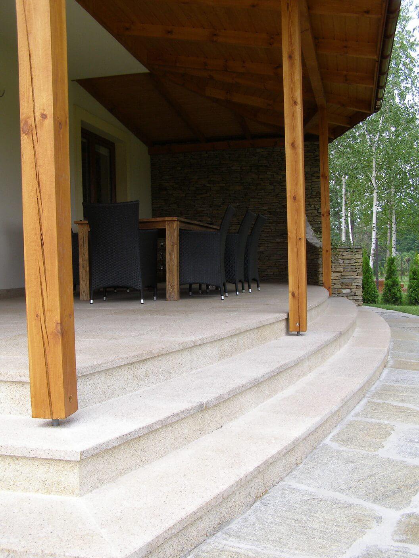 Taras i schody wykonane z granitu