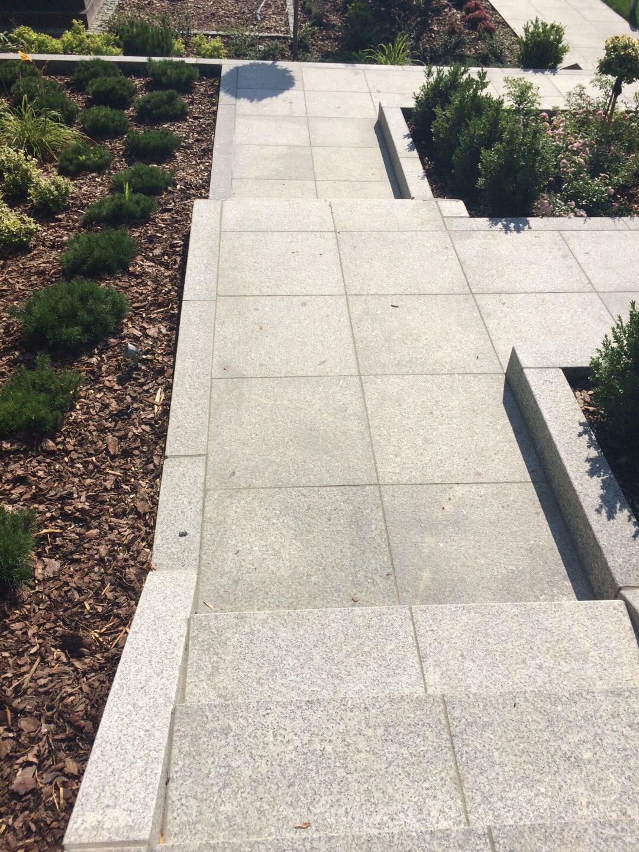 Schody i tarasy wykonane z granitu