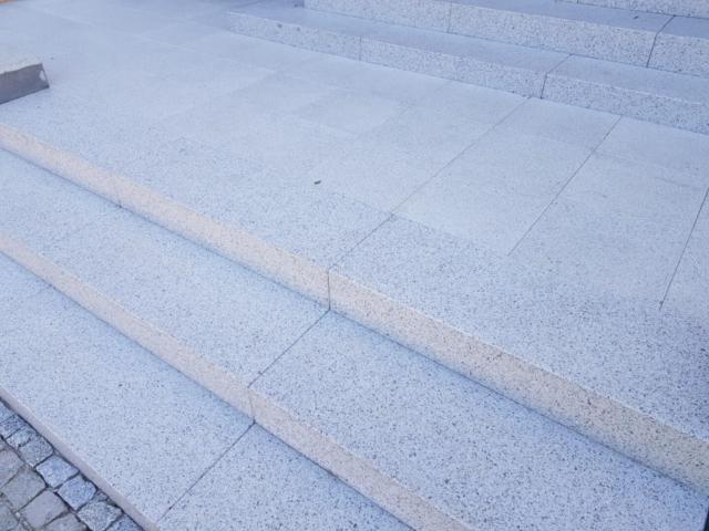 Schody i tarasy wykonane z monolitów betonowych