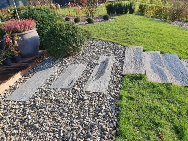 Schody wykonane z płyt bazaltowych